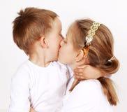 Het geven van een kus Stock Foto