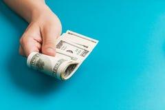 Het geven van geld Royalty-vrije Stock Afbeeldingen