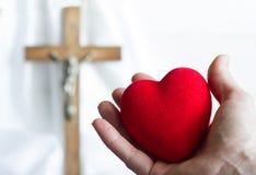 Het geven van hart aan het abstracte concept van Jesus met Pasen-kruis Royalty-vrije Stock Foto