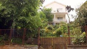 het geven van sleutel van een huis stock footage