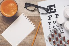 Het geven voor ooggezicht door gezonde te eten Concept Mening van hierboven stock afbeeldingen