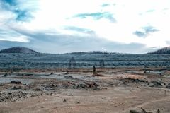 Het gevolg van ecologische catastrofe Kopersporen ter plaatse royalty-vrije stock fotografie