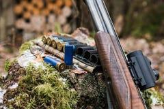 Het geweer van de jacht met munitie royalty-vrije stock afbeelding