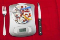Het gewicht die van voedsel, voedsel voorbereiden terwijl het op dieet zijn Gezond eigengemaakt voedsel Vruchten en groenten stock foto's