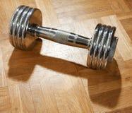 Het gewicht van Barbell dat van verchroomd metaal wordt gemaakt stock foto