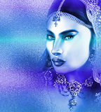 Het gezicht van de Aziatische vrouw, sluit omhoog met een mooi blauw abstract effect Royalty-vrije Stock Afbeeldingen