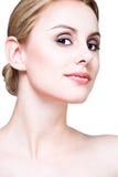 Het gezicht van de close-up van blonde schoonheid stock fotografie
