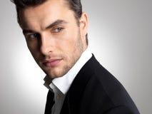 Het gezicht van de close-up van een manierzakenman in kostuum royalty-vrije stock afbeeldingen