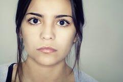 Het gezicht van de jonge vrouw Stock Foto