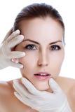 Het gezicht van de plastische chirurgie van een jonge vrouw royalty-vrije stock afbeelding