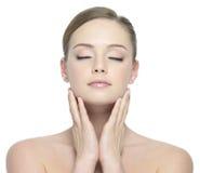 Het gezicht van de schoonheid van vrouw met gesloten ogen Royalty-vrije Stock Foto's