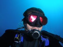 Het gezicht van de scuba-duiker Stock Foto