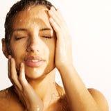 Het gezicht van de vrouw met waterdaling Royalty-vrije Stock Foto