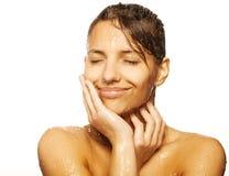 Het gezicht van de vrouw met waterdaling Stock Foto