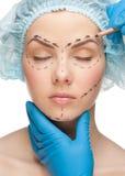 Het gezicht van de vrouw vóór plastische chirurgieverrichting royalty-vrije stock foto's