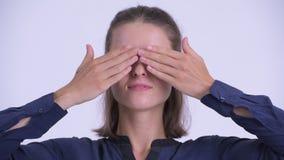 Het gezicht van het jonge mooie onderneemster tonen ziet geen kwaad concept stock footage
