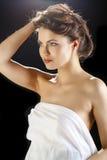 Het gezichtsclose-up van de schoonheidsvrouw op zwarte achtergrond wordt geïsoleerd die Stock Foto