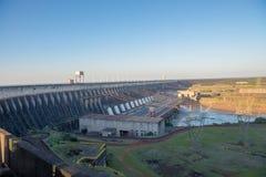 Het gezichtspunt van de Itaipudam in Foz doet Iguazu royalty-vrije stock foto's