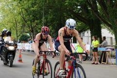 Het gezonde de oefening van de triatlon triathlete sport cirkelen Royalty-vrije Stock Afbeelding
