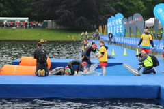 Het gezonde de oefening van de triatlon triathlete sport zwemmen Stock Afbeeldingen