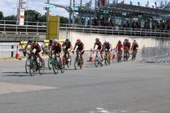 Het gezonde de oefening van de triatlon triathletes sport cirkelen Royalty-vrije Stock Afbeelding