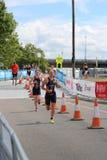 Het gezonde de oefening van de triatlon triathletes sport zwemmen Royalty-vrije Stock Foto