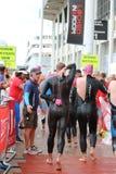 Het gezonde de oefening van de triatlon triathletes sport zwemmen Stock Afbeelding