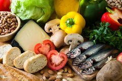 Het gezonde Eten De ui van de olijf Fruit, groenten, korrel, notenolijfolie en vissen royalty-vrije stock afbeeldingen