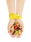 Het gezonde eten, het op dieet zijn, vegetarisch voedsel en mensenconcept Royalty-vrije Stock Afbeeldingen