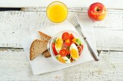 Het gezonde eten voor lunch om te werken Voedsel in het bureau royalty-vrije stock fotografie