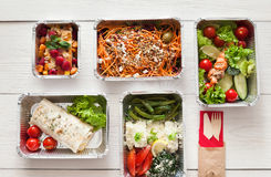 Het gezonde voedsel haalt, hoogste mening bij houten achtergrond weg stock afbeelding