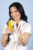 Het gezonde vrouw geven beduimelt omhoog Royalty-vrije Stock Foto's