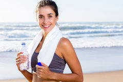 Het gezonde water van de vrouwenhanddoek Stock Fotografie