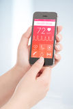 Het gezondheidsboek app tast hartslagcardiogram af stock foto