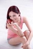 Het gezondheidsmeisje geniet van Apple Royalty-vrije Stock Fotografie
