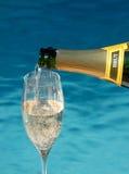 Het gieten Champagne Stock Foto