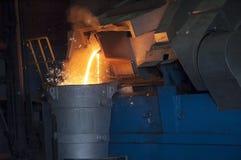 Het gieten in Staalfabriek royalty-vrije stock afbeeldingen