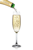 Het gieten van Champagne in een glas Stock Afbeeldingen