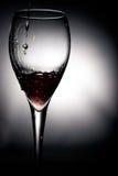 Het gieten van de wijn Royalty-vrije Stock Foto's