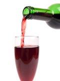 Het gieten van een glas wijn Royalty-vrije Stock Foto's