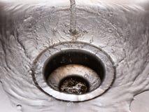 Het gieten van het water Stock Afbeeldingen