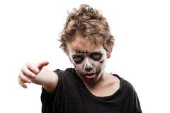 Het gillen het lopen dood van de jongenshalloween van het zombiekind de verschrikkingskostuum Royalty-vrije Stock Foto's