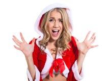 Het gillen verraste beautyful vrouw in de rode kleren van de Kerstman Stock Foto's