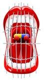 Het gillen wordt de menselijke mond gesloten door een gevangenis verspert en houdt een capsule met een geneeskunde stock foto