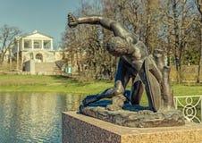 Het Gladiatorstandbeeld in Catherine Park in Tsarskoye Selo Royalty-vrije Stock Afbeeldingen