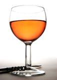 Het glas en de kurketrekker van de wijn stock fotografie