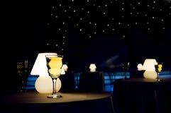 Het glas en de lamp van de wijn royalty-vrije stock afbeeldingen