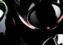 Het glas van de wijn en flessensamenvatting Stock Foto's