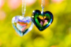 Het glas van het hartkristal brekt zonlicht - het kristalglas van de zonlichtklok backgroundheart brek zonlicht - toenam tuinacht stock afbeelding