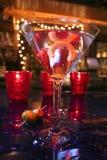 Het glas van martini met een draai van citroen royalty-vrije stock afbeeldingen